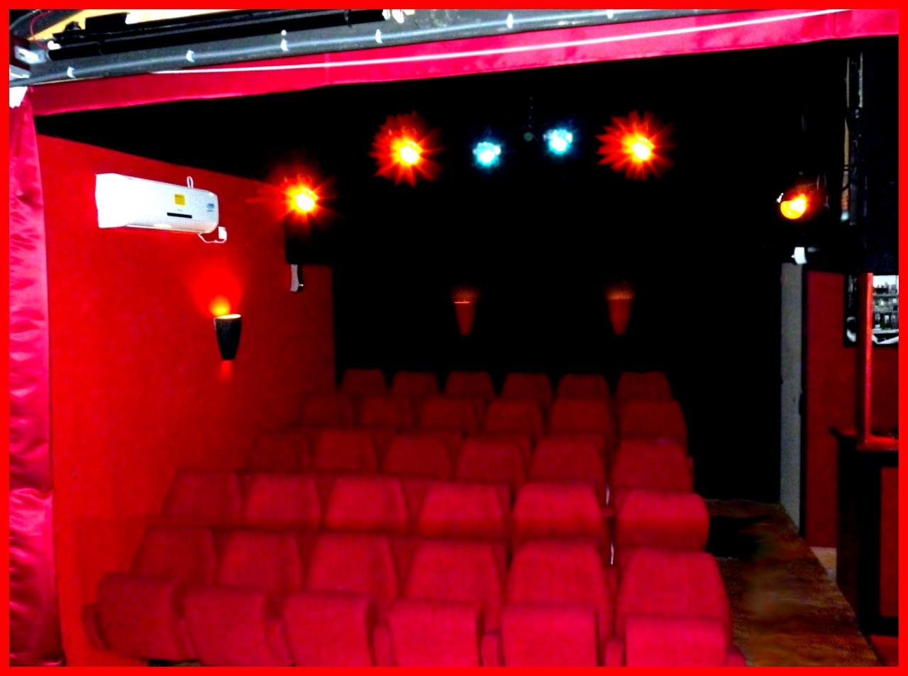 La salle vue de la scène du théâre de l'épinette